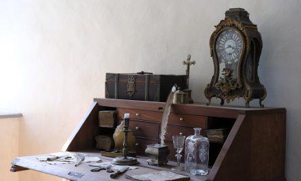 Come si svolge la riparazione e la revisione di un orologio a pendolo?